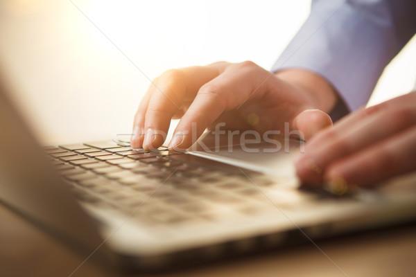 Kezek billentyűzet férfi asztal üzlet iroda Stock fotó © master1305