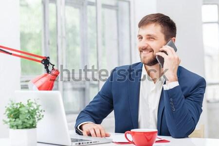 Stockfoto: Portret · zakenman · praten · telefoon · kantoor · mobiele · telefoon