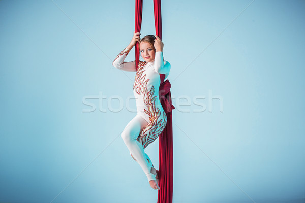 Kecses tornász előad légi testmozgás piros Stock fotó © master1305