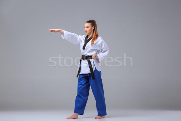 Karate nina negro cinturón blanco kimono Foto stock © master1305