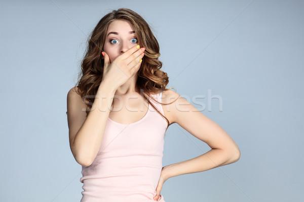 Portré fiatal nő megrémült arckifejezés szürke üzlet Stock fotó © master1305