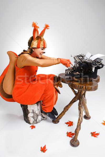 Młoda kobieta obraz wiewiórki retro maszyny do pisania czerwony Zdjęcia stock © master1305