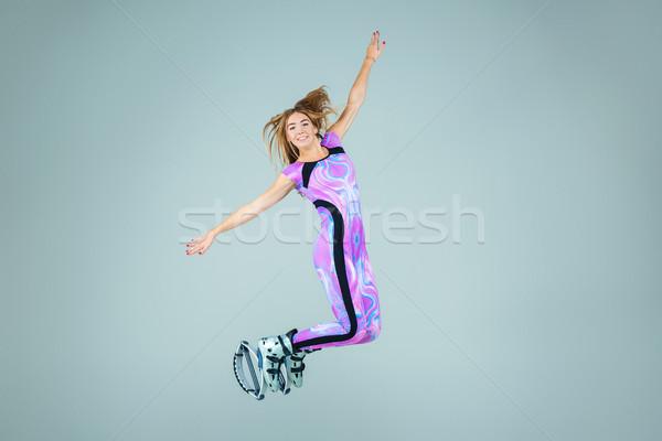 Groupe filles sautant formation jeunes gris Photo stock © master1305