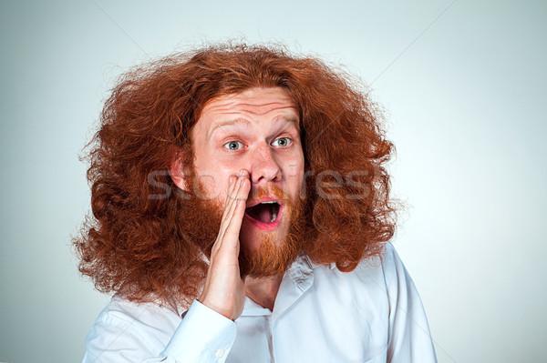 Portré sikít fiatalember hosszú vörös haj megrémült Stock fotó © master1305