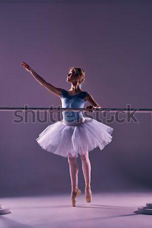 Classico ballerina posa balletto ballerino di for Immagini di ballerine di danza moderna