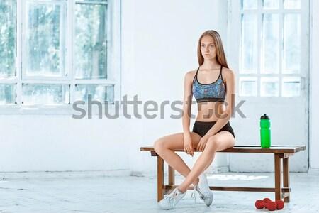 Jovem moderno bailarino posando varanda casa Foto stock © master1305