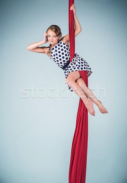 Wdzięczny gimnastyk posiedzenia czerwony telefonu Zdjęcia stock © master1305