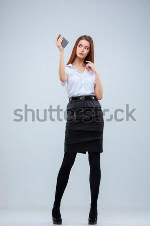 Jonge zakenvrouw grijs telefoon vrouw gezicht Stockfoto © master1305