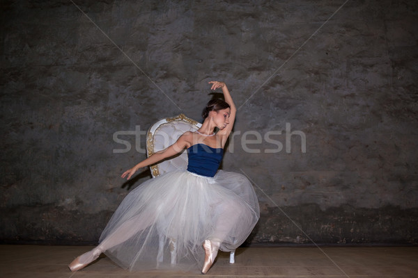 Foto stock: Belo · bailarina · posando · longo · branco · saia