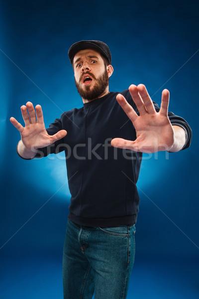 Młodych przystojny mężczyzna bać wyraz twarzy cap Zdjęcia stock © master1305