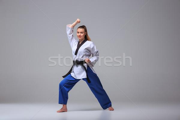 Karate Mädchen schwarz Gürtel weiß Kimono Stock foto © master1305