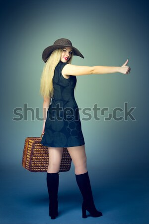 Viajero mujer retro maleta sombrero Foto stock © master1305