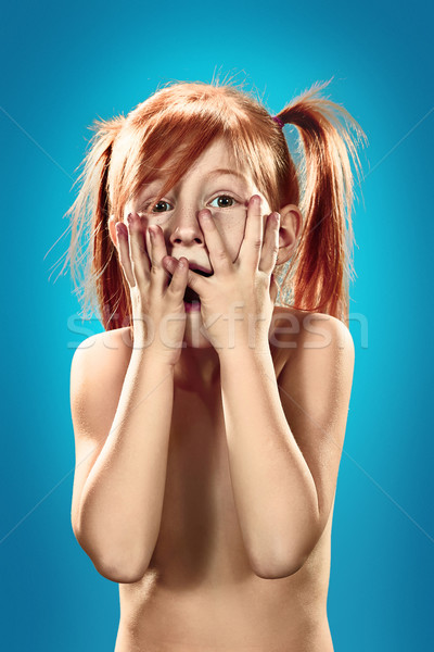 Foto stock: Belo · retrato · surpreendido · little · girl · azul