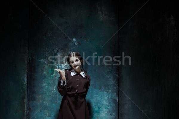 Porträt jungen lächelnd Mädchen Schuluniform Killer Stock foto © master1305