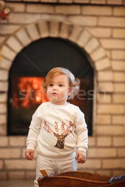 Meisje permanente home haard gezicht gelukkig Stockfoto © master1305