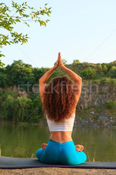 Imagine de stoc: Yoga · râu · fată · sportiv