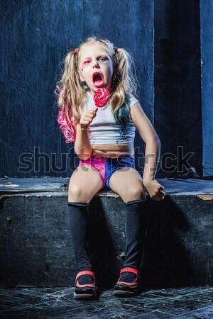 Little girl indicação brinquedo pistola halloween escuro Foto stock © master1305