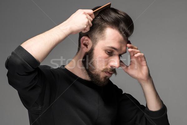 Moço pente cabelo cinza mão moda Foto stock © master1305