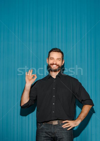 Portré fiatalember boldog arckifejezés mutat ok Stock fotó © master1305