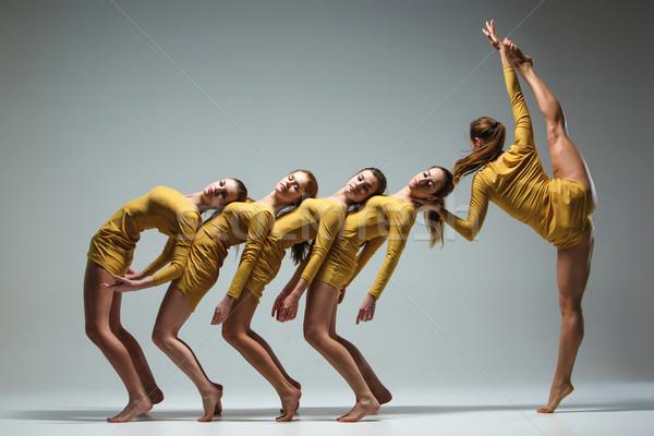Groep moderne ballet dansers dansen grijs Stockfoto © master1305