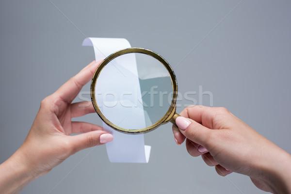 Weiblichen Hände leer Transaktion Papier überprüfen Stock foto © master1305