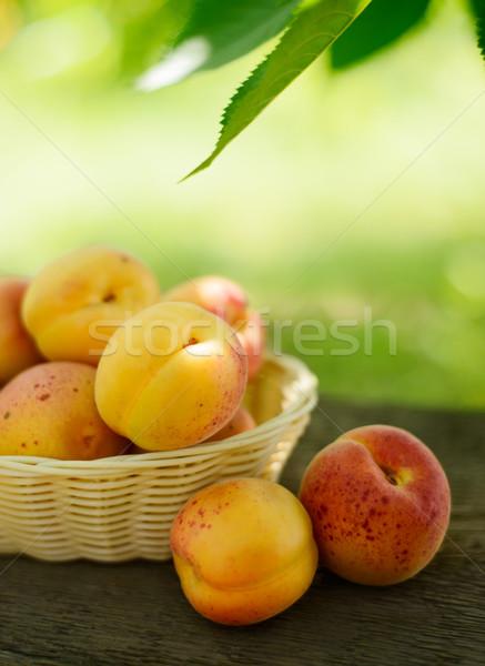 érett ízletes kosár öreg fa asztal zöld Stock fotó © maxpro