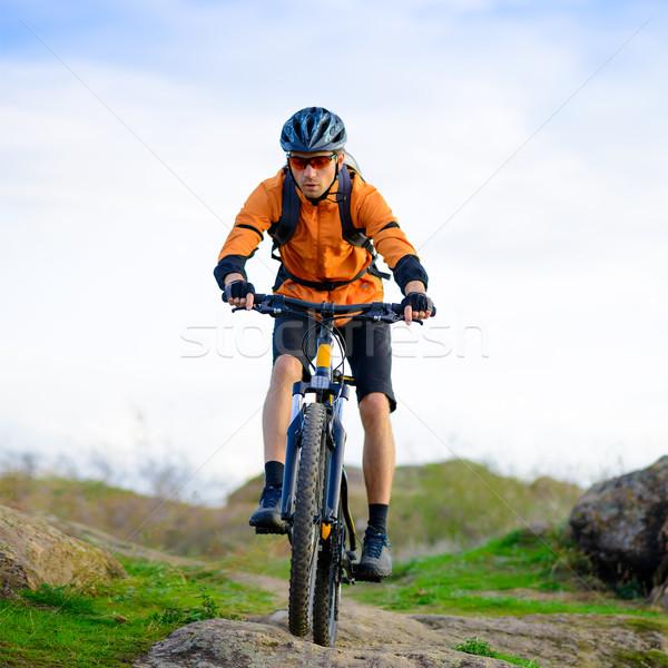 Bisikletçi binicilik bisiklet güzel dağ iz Stok fotoğraf © maxpro