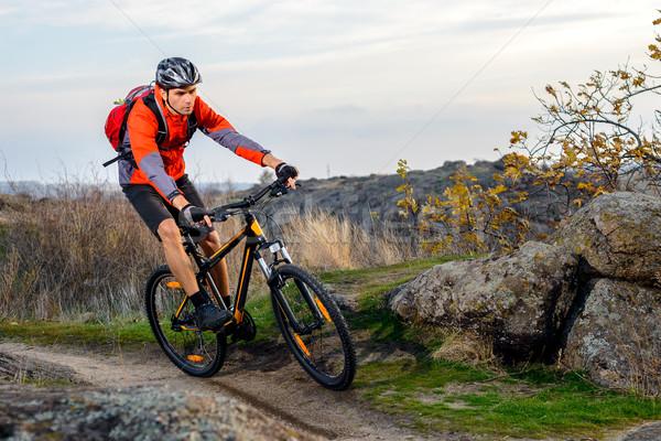 велосипедист красный куртка верховая езда велосипедов тропе Сток-фото © maxpro