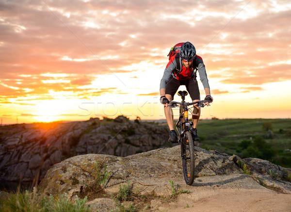 Foto stock: Ciclista · equitação · bicicleta · montanha · trilha · pôr · do · sol