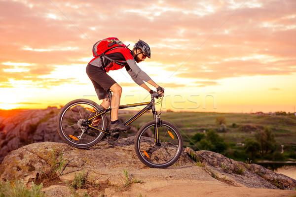 Stock fotó: Kerékpáros · lovaglás · bicikli · hegy · nyom · naplemente