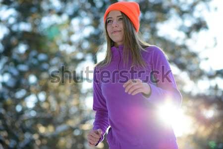 Młoda kobieta uruchomiony piękna zimą lasu słoneczny Zdjęcia stock © maxpro