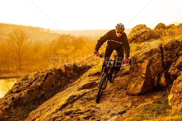 Kerékpáros lovaglás hegyi kerékpár lefelé gyönyörű nyom Stock fotó © maxpro
