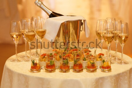Foto stock: Tabela · servido · aperitivos · champanhe · óculos
