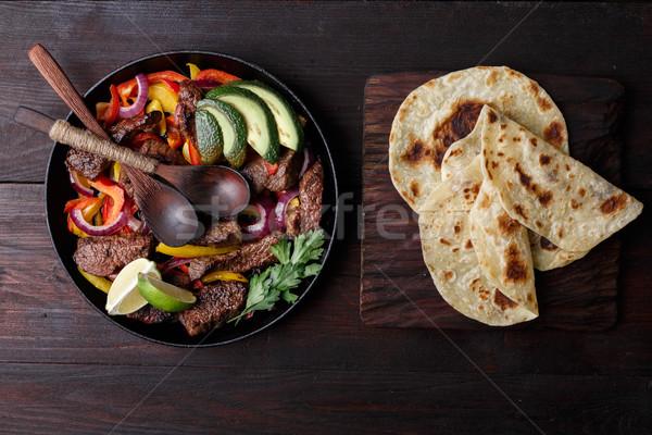 Rundvlees fajitas bel paprika avocado saus Stockfoto © maxsol7