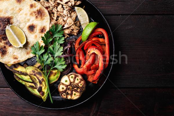 Carne de porco sino pimentas grelhado abacate cebolas Foto stock © maxsol7