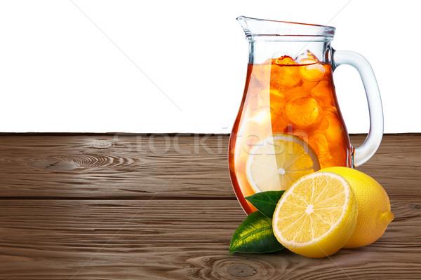 Brocca tè freddo limoni primo piano piedi tavolo in legno Foto d'archivio © maxsol7