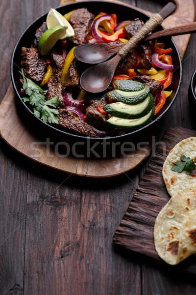 Carne fajitas sino pimentas abacate molho Foto stock © maxsol7