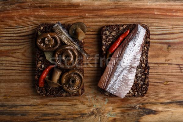 Nyitva szendvicsek kettő különböző sűrű teljes kiőrlésű Stock fotó © maxsol7