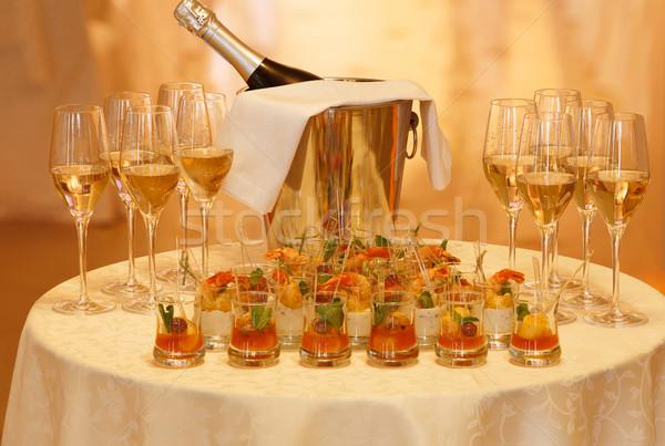Tabeli serwowane szampana okulary Zdjęcia stock © maxsol7