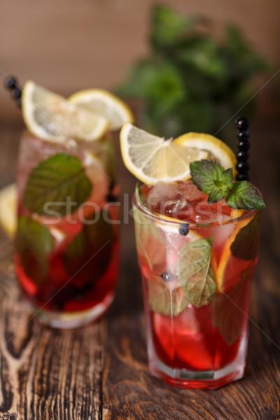 Mirtillo due occhiali mojito cocktail tavolo in legno Foto d'archivio © maxsol7