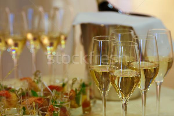 Pezsgő szemüveg közelkép ünnepi asztal előételek Stock fotó © maxsol7