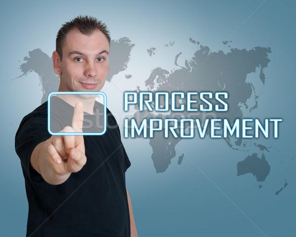 Processus amélioration jeune homme presse numérique bouton Photo stock © Mazirama