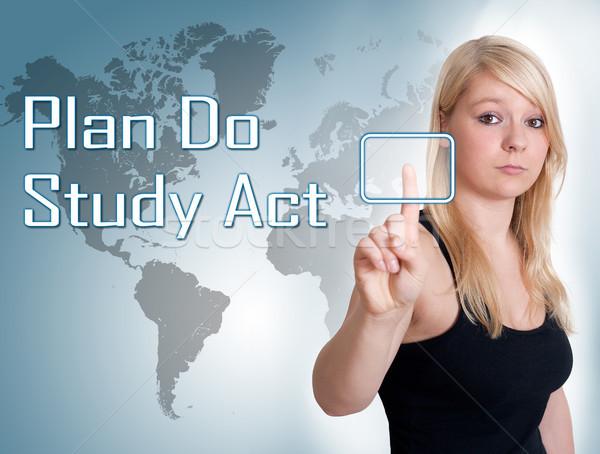 Plan étude acte jeune femme presse numérique Photo stock © Mazirama