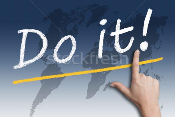 Motivatie tekst hand wijzend Blauw wereldkaart Stockfoto © Mazirama