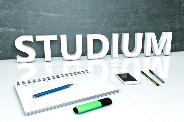 Foto stock: Texto · quadro-negro · caderno · canetas · telefone · móvel · 3d · render