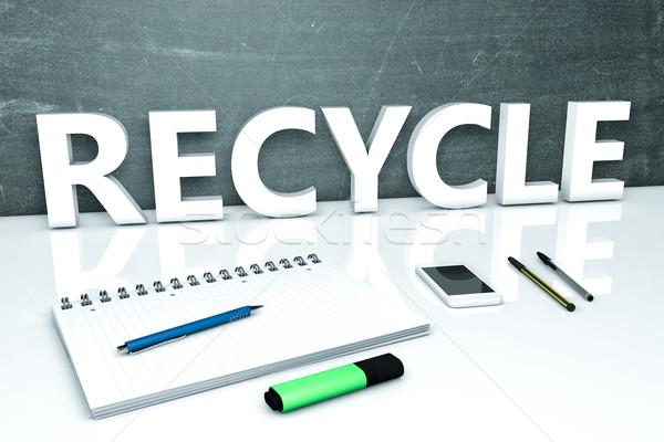 Foto stock: Reciclar · texto · quadro-negro · caderno · canetas · telefone · móvel