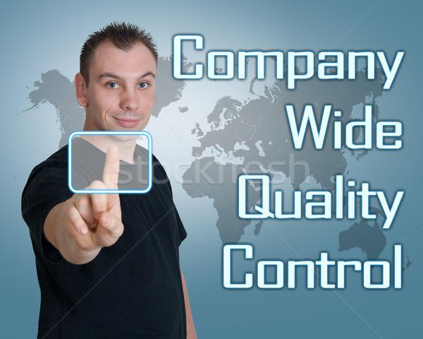 Companhia grande controle de qualidade moço imprensa digital Foto stock © Mazirama