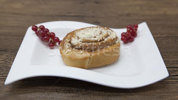 Dieet vers heerlijk cake porselein plaat Stockfoto © mcherevan