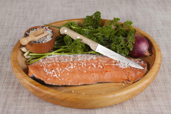 新鮮な 生 鮭 木製 トレイ パセリ ストックフォト © mcherevan