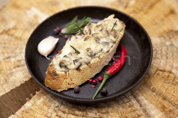Maison chaud sandwich champignons fromages Photo stock © mcherevan